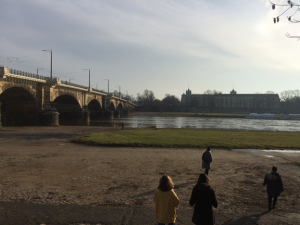 Finding a lunch spot by the Elbe.