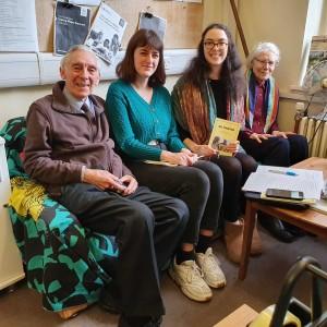 UNA Exchange international volunteers Helene and Loeiza meet Robert Davies